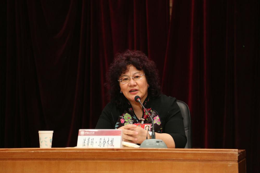 ... 政协委员法蒂玛 马合木提做客我校形势与政策报告会